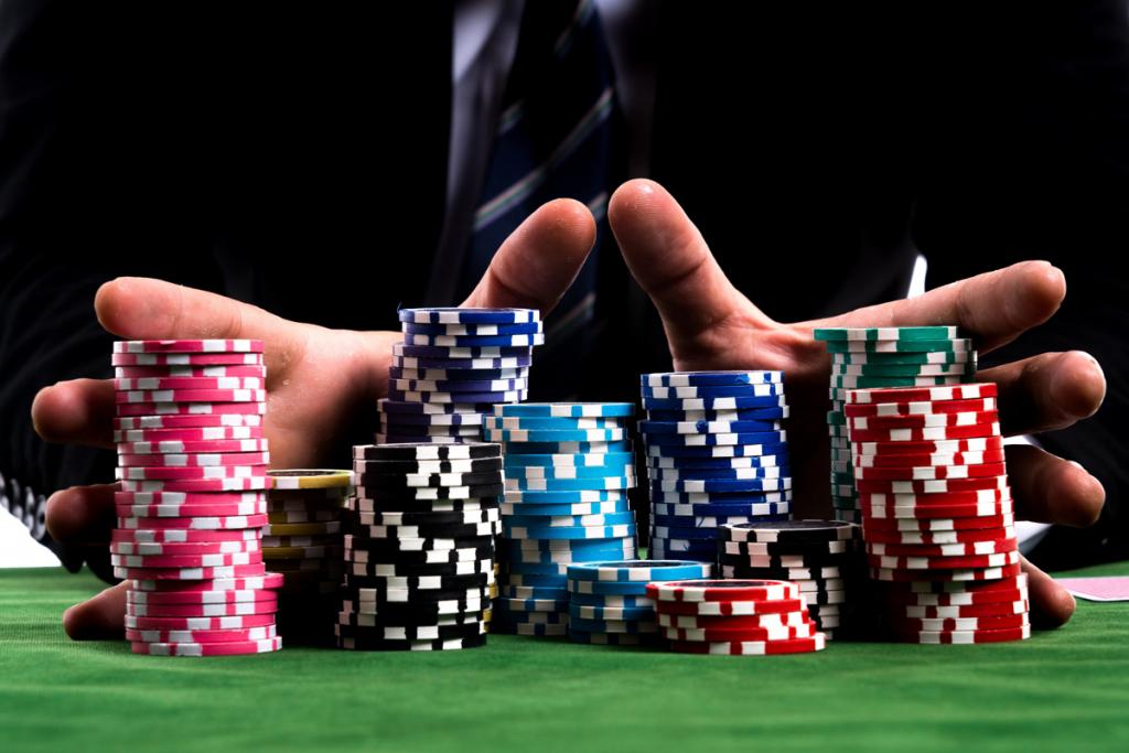 Poker là gì? Kinh nghiệm chơi poker giúp bạn thắng lớn